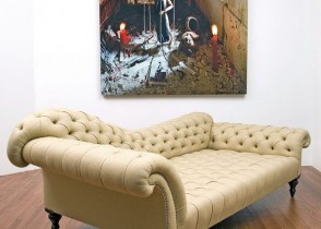 Elegant Tufted Chaise lounge