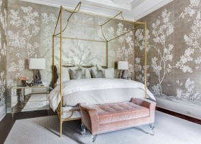 Pink Beroom gold bed gold walpaper glam bedroom